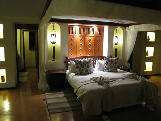 Sanctuary Chobe Chilwero : Room at Night