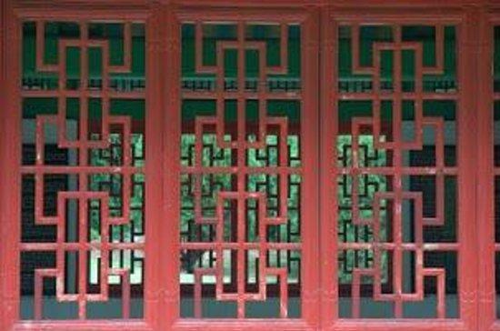 Kepaniwai Park & Heritage Gardens: Closeup of the woodwork at the Heritage Gardens