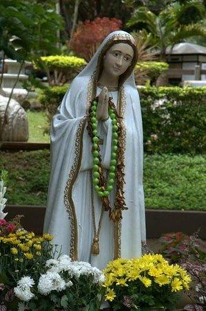 Kepaniwai Park & Heritage Gardens - TEMPORARILY CLOSED: Virgin Mary at the Heritage Gardens