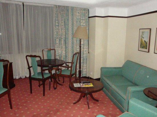Nairobi Safari Club: Living Area
