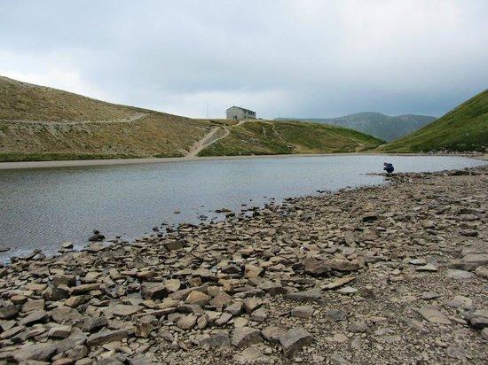 Rifugio Duca degli Abruzzi : Veduta del Rifugio dal Lago Scaffaiolo