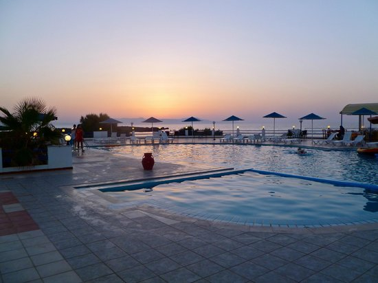 Zorbas Beach Village Hotel: View of pool/dining area at sunset
