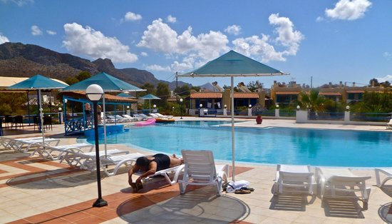 Zorbas Beach Village Hotel: salt water pool and dining area