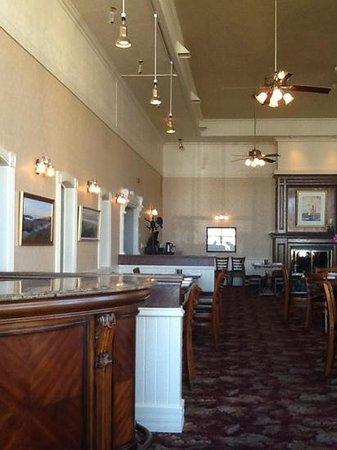 VI Restaurant & Bar: The VI Restaurant