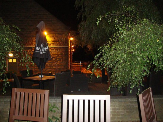 Cross Keys By Good Night Inns: peaceful beer garden