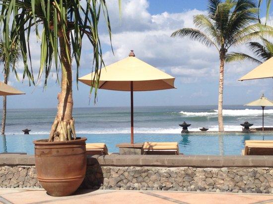The Legian Bali: Enjoying the view at breakfast
