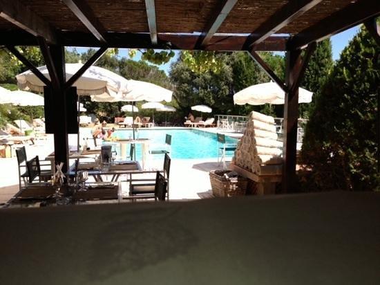 Hostellerie Le Baou : lunch côté pool side