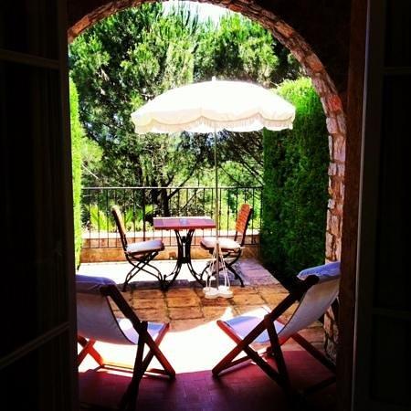 Hostellerie Le Baou: Chambre au calme provençal
