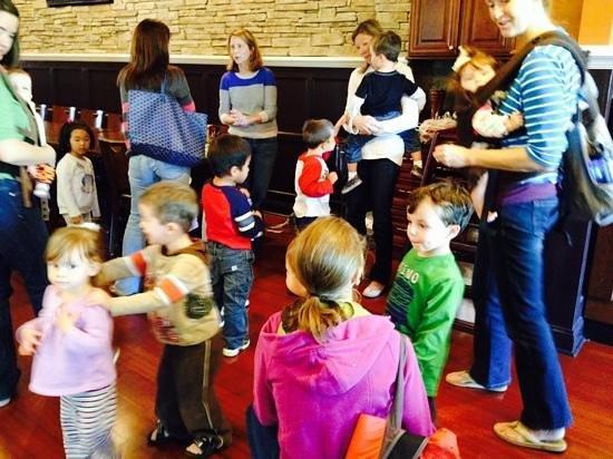 Galileos Italian Restaurant & Pizzeria : kids have fun at Galileo's