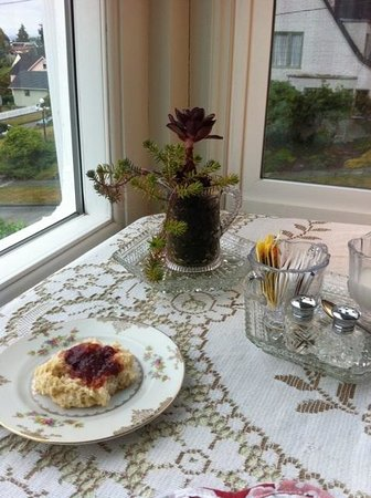 A Harbor View Inn: A breakfast with a smile and a view!