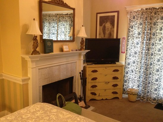 Mary Prentiss Inn: fireplace- perfect for your winter stay