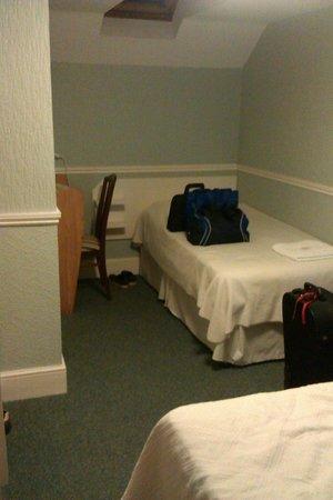 Glenholme Apartments: Room 1 - Family Room