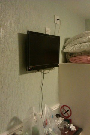 Glenholme Apartments : TV Bolted to Wall