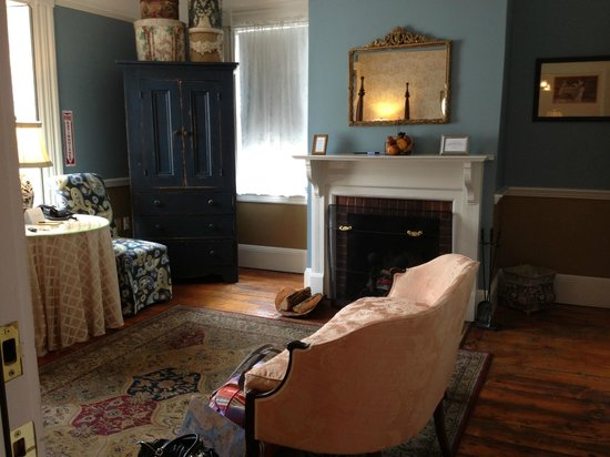 Mary Prentiss Inn : ample room to sit, read, write, watch tv