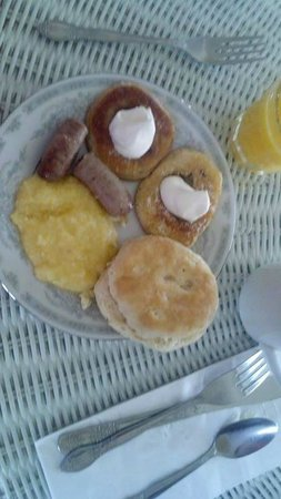 Wades Point Inn on the Bay : Breakfast: grits, homemade biscuits, local sausage, blueberry pancakes, OJ, and coffee