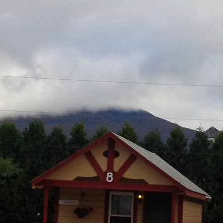 Casablanca Motel: The clouds rolling over the top of the mountain made for a nice view.