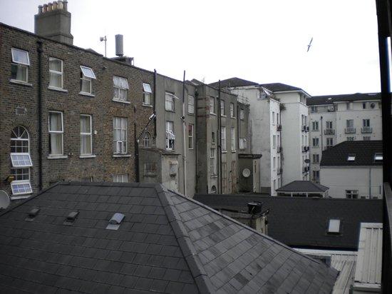 The Glen Guesthouse: esterno dal balcone