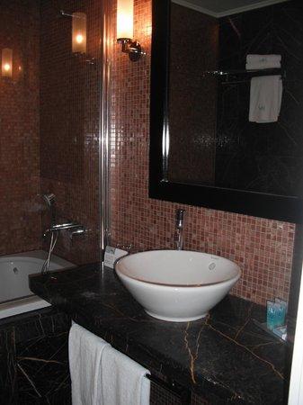 Eurostars Thalia Hotel: Pia e banheira