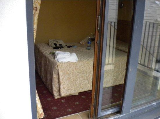 The Glen Guesthouse: camera vista dal balcone