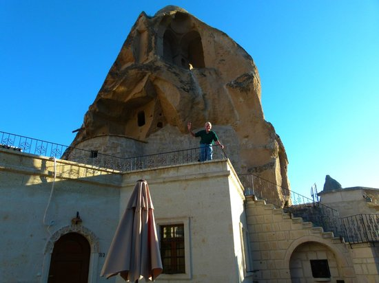 Cappadocia Cave Suites: Another guest waves from his balcony.