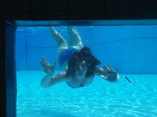 Numa Konaktepe Hotel: Underwater shot from window looking from indoor pool