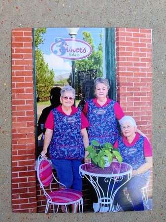 Duncan, AZ : The three baking sisters.