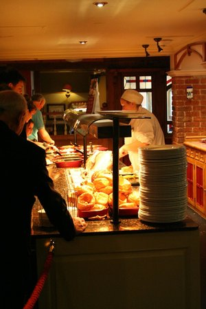 Toby Carvery: Carvery area and buffet line