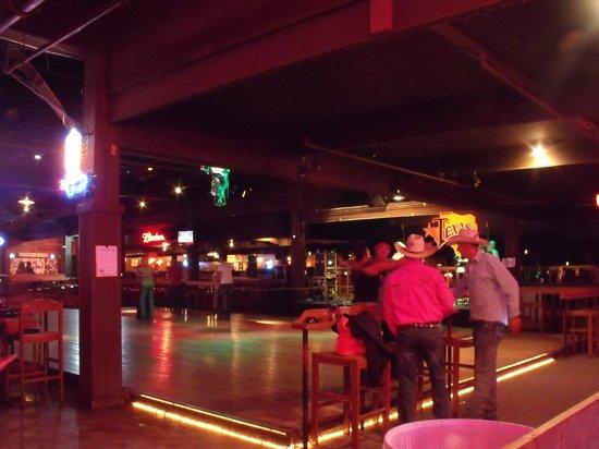 Billy Bob's Texas: House band and dance floor