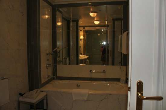 The St. Regis Florence: Big bathroom