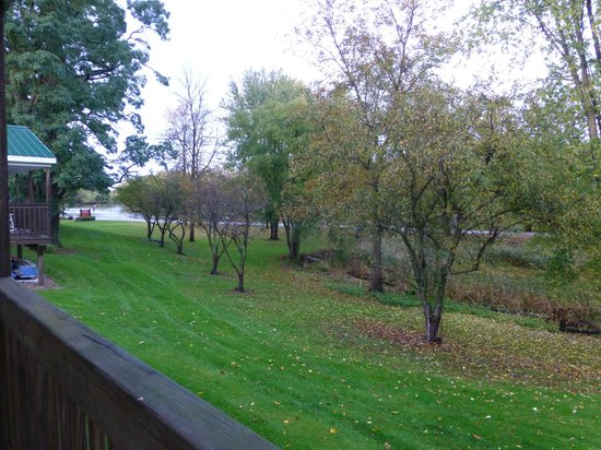 River's Edge Cottages & RV Park : View from our Porch Down to the River