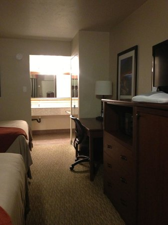 BEST WESTERN Town & Country Inn: Newly renovated rooms