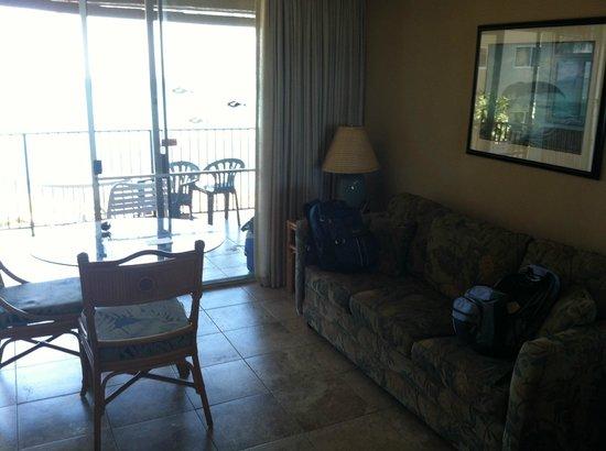 Noelani Condominium Resort : Studio room 214 - view to balcony