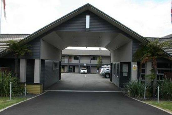 Aveda Motor Lodge Entrance