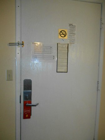 Super 8 San Bernardino/Hospitality Lane: Room 206
