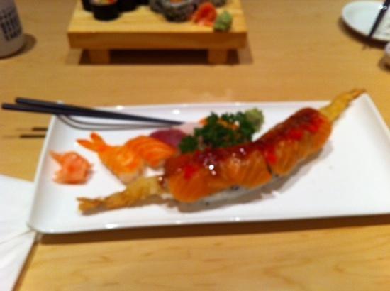 Mi-Ne Japanese Restaurant: golden dragon roll