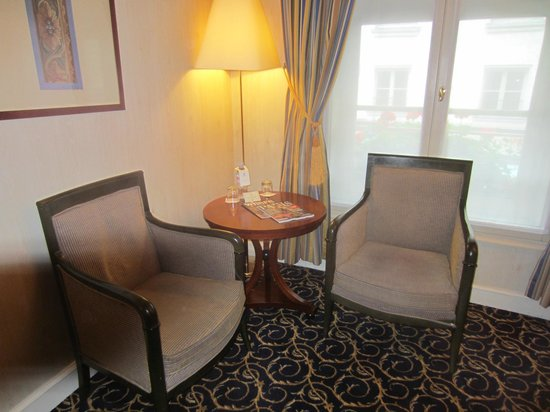Hotel d'Aubusson: Seating in our Room