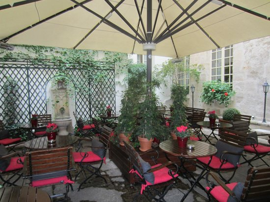 Hotel d'Aubusson: The Courtyard