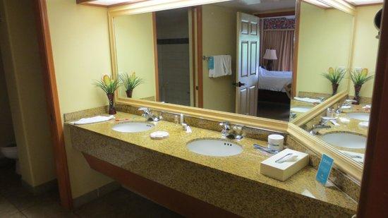 Kauai Coast Resort at the Beachboy: BATHROOM
