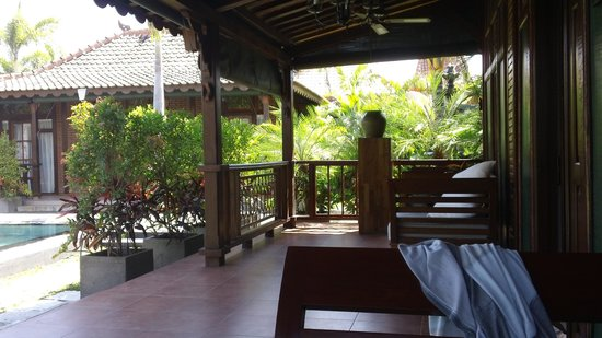 Villa Berawa: Great day beds for a quite book & Bintang