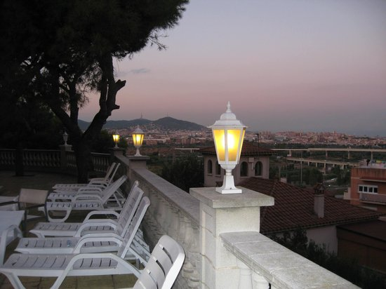 Hotel El Castell: Night View of Barcelona from Terrace