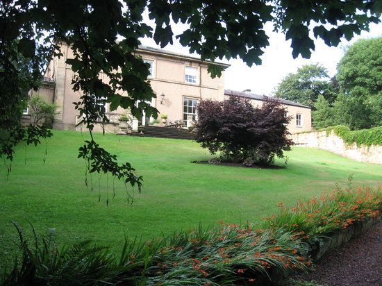 Hedgefield House Hotel: View from the back
