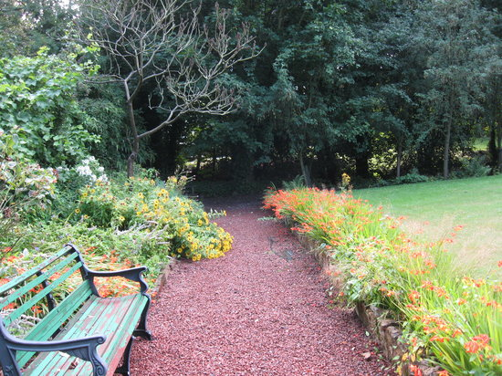 Hedgefield House Hotel: Lovely gardens