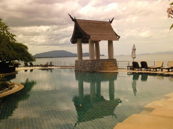 Racha Kiri Resort & Spa: Lower pool