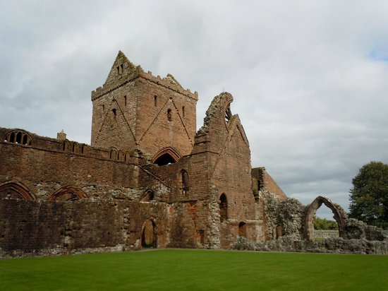 Maxwell Chauffeur Service - Day Tour: Sweetheart Abbey