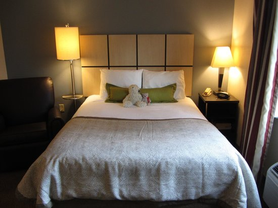 Candlewood Suites Houston by the Galleria: Comfy Bed