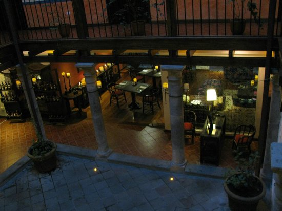 La Casona de la Ronda Heritage Boutique Hotel: View of the dinning area from first floor