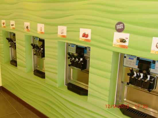 Peachwave: Eight flavors of soft serve, 40+ toppings