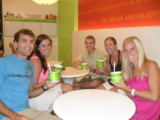 Peachwave: Friends night out