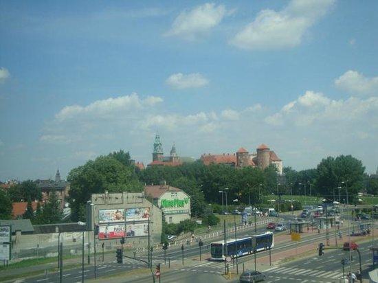 Park Inn by Radisson Krakow : vista do castelo do quarto