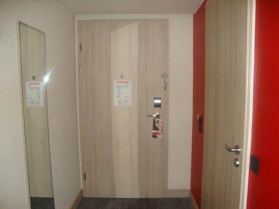 Park Inn by Radisson Krakow : entrada do quarto